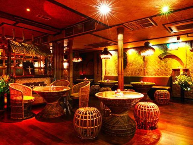 Kanaloa Club Entry & Booths
