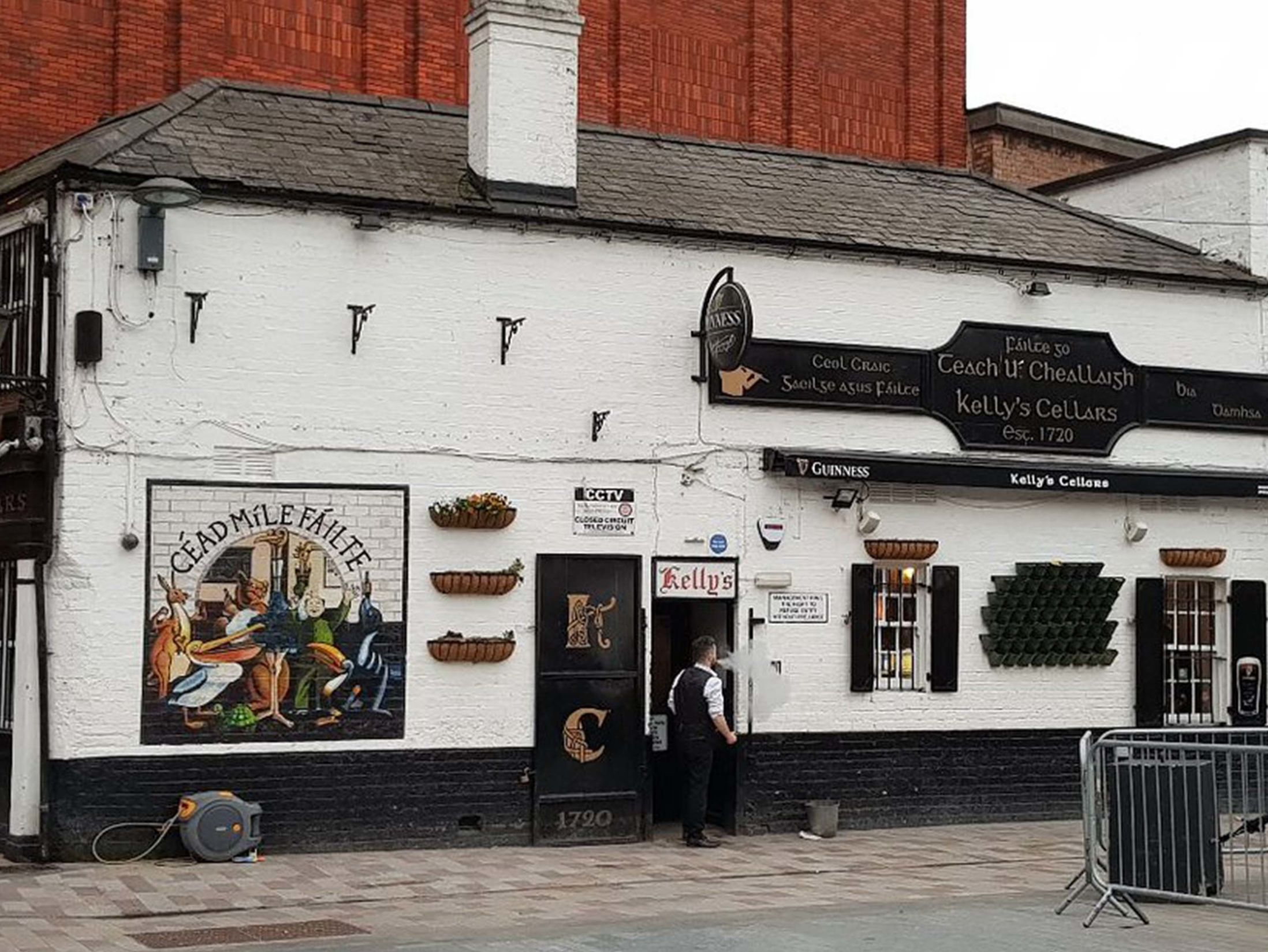 Best Pubs in Belfast - Kelly's Cellars