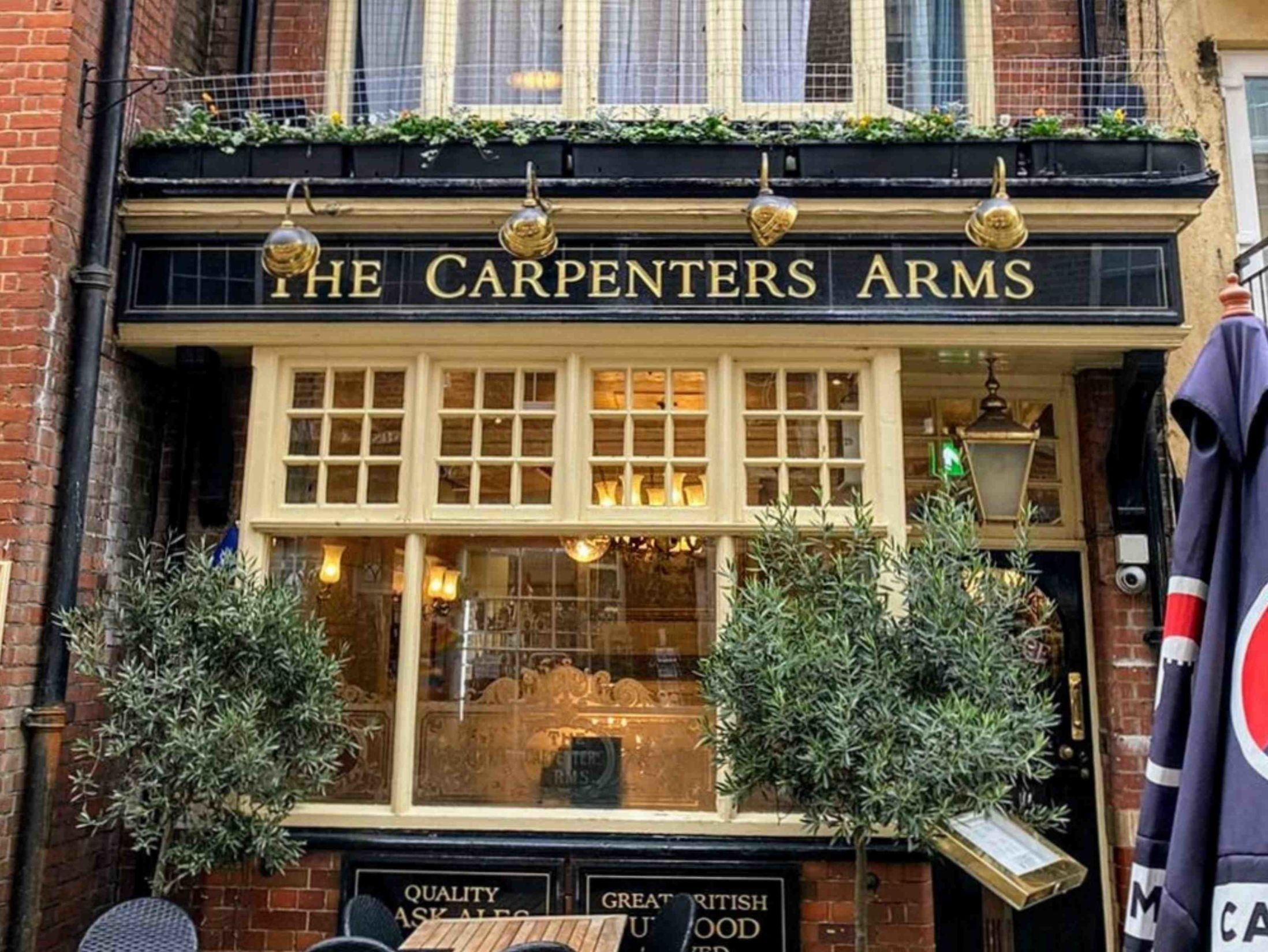 Best Pubs in Windsor - The Carpenters Arms