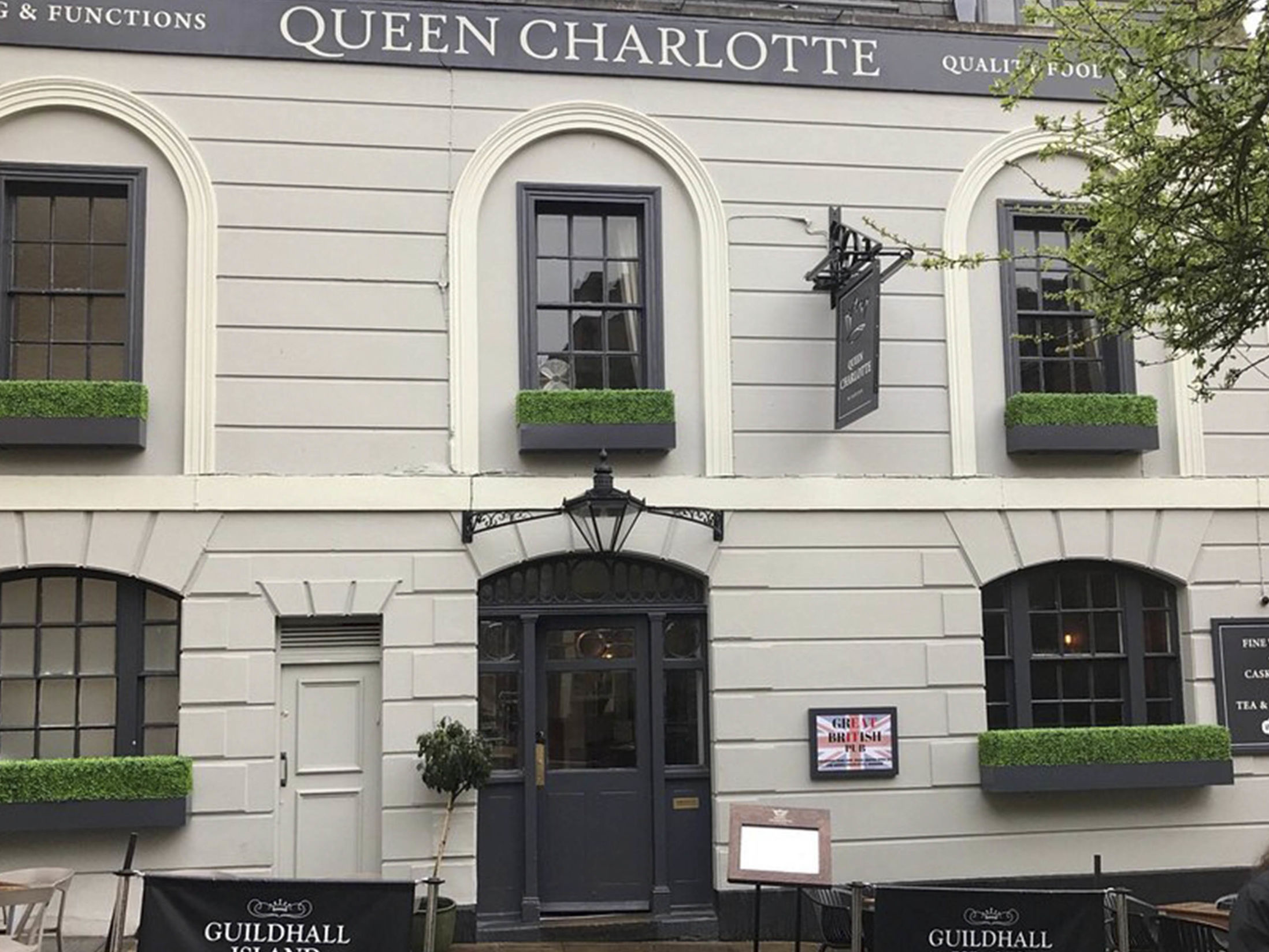 Best Pubs in Windsor - The Queen Charlotte
