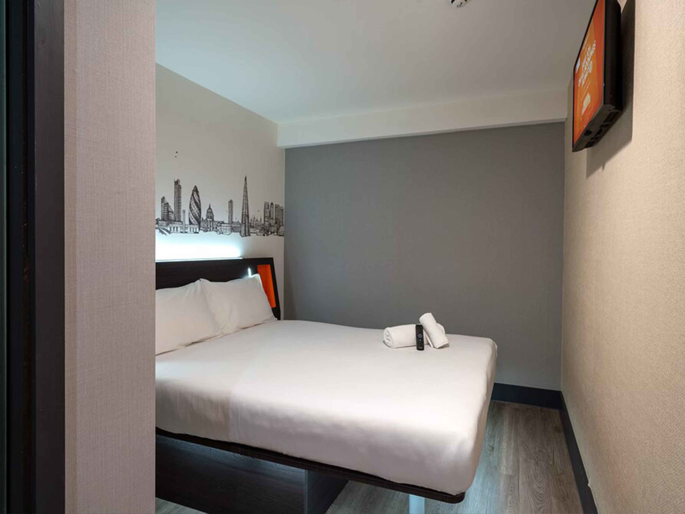 Cheap Hotels in London - easyHotel London City Shoreditch