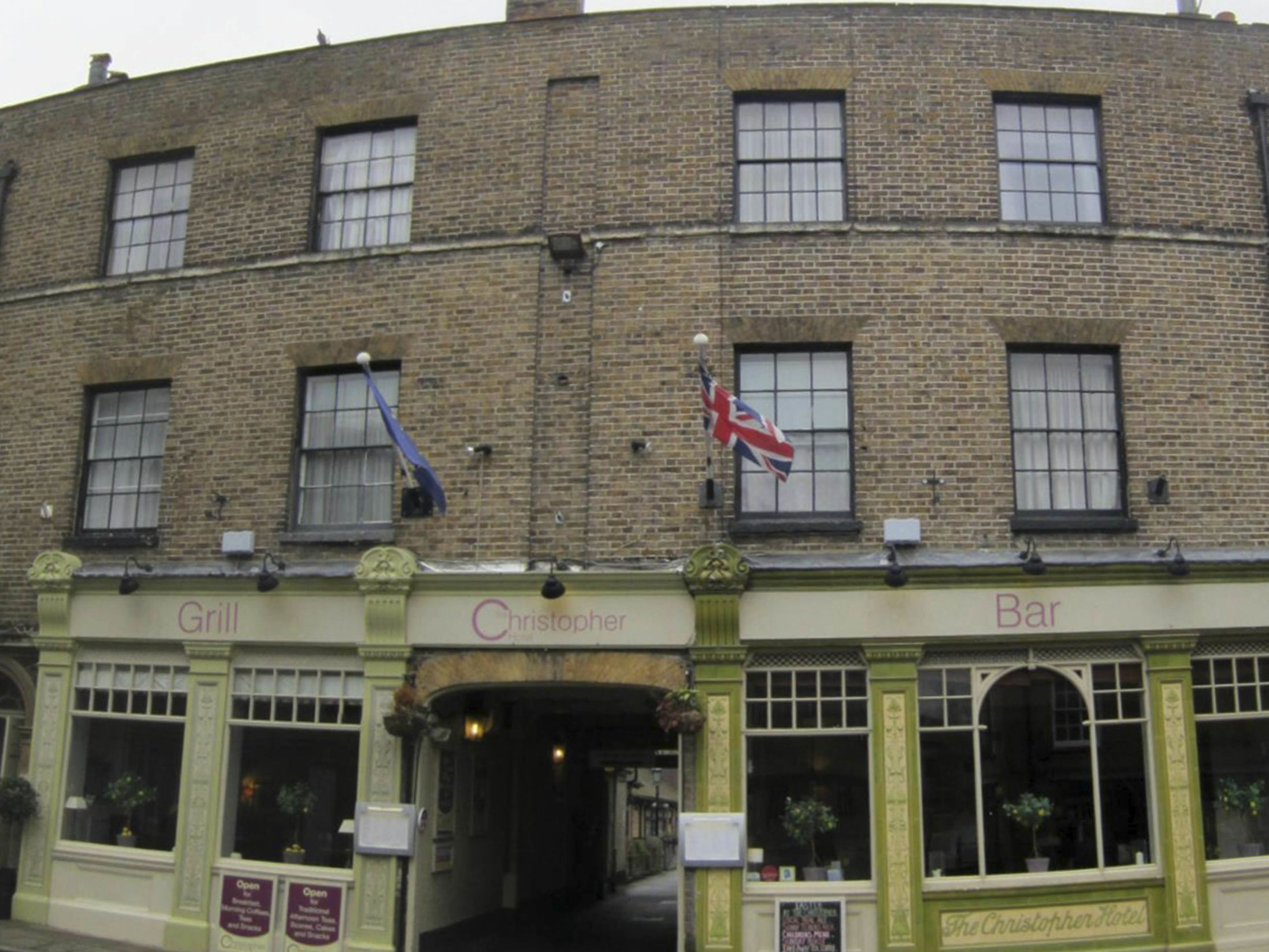 Cheap Hotels in Windsor - The Christopher