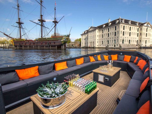 Private Canal Cruise with Unlimited Drinks