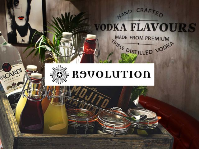 Revolution - Reserved Area with Mojito Box